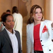 Sandra Bullock e Regina King in una scena di Miss Fbi: Infiltrata Speciale