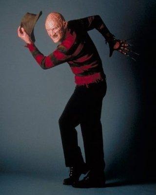 Robert Englund nei panni - ed artigli - di Freddy Krueger