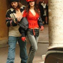 Claudio Amendola ed Elisabetta Rocchetti in una scena de Il ritorno del Monnezza