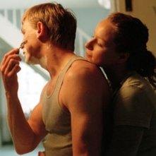 Daniel Craig e Samantha Morton in una scena de L'amore fatale