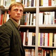 Daniel Craig in una scena de L'amore fatale