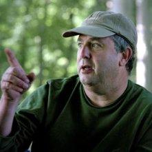 Il regista Roger Michell sul set de L'amore fatale