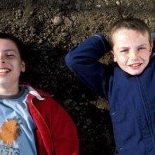 Lewis McGibbon e Alex Etel in una scena di Millions