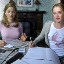 Erika Christensen e Evan Rachel Wood in una scena di Litigi d'amore