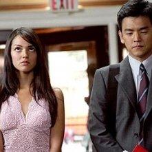 John Cho e Paula Garces in una scena di American Trip