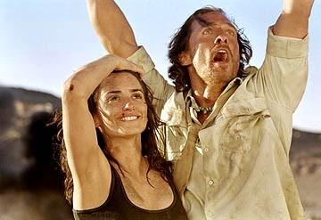 Matthew Mcconaughey And Penelope Cruz In Una Scena Di Sahara 13231