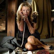 Kim Basinger in una scena del thriller Cellular