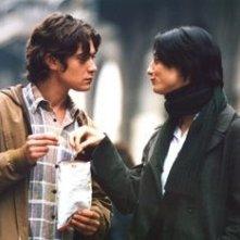 Riccardo Scamarcio con Francesca Inaudi in una scena de L'uomo perfetto