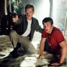 William H. Macy e Chris Evans in una scena di Cellular