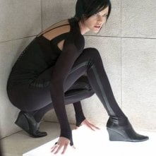 Charlize Theron in una scena di Aeon Flux