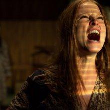 Rachel Nichols in una scena del film The Amityville Horror