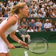 Kirsten Dunst in una scena del film Wimbledon, ambientato nel mondo del tennis