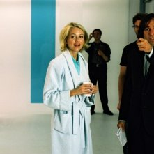 Naomi Watts e il regista David O. Russell sul set di I Love Huckabees