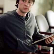 Zach Braff in una scena del film La mia vita a Garden State, del 2004