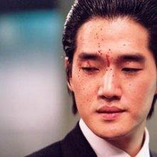 Ji-tae Yu in una scena di Old Boy, diretto da Park Chan-Wook