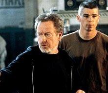 Ridley Scott e Joh Harnett sul set di Black Hawk Down