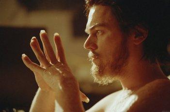 La follia di Howard HUghes (Leo DiCaprio) in The Aviator