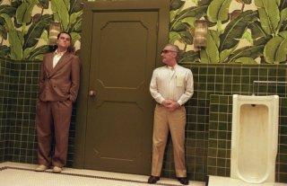 Martin Scorsese spiega la scena a Leonardo DiCaprio