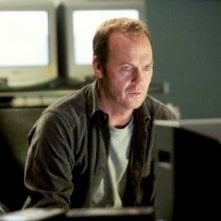 Michael Keaton in una scena di White Noise