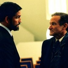 Robin Williams e James caviezel in una scena di The Final Cut