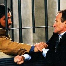 Robin Williams e James caviezel in una scena drammatica di The Final Cut