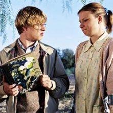 Brady Corbet e Mary Lynn Rajskub in una scena di Mysterious Skin