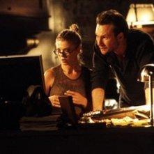 Christian Slater con Tara Reid in una scena di Alone in the Dark