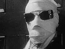 primo piano di Claude Rains nei panni de l'uomo invisibile