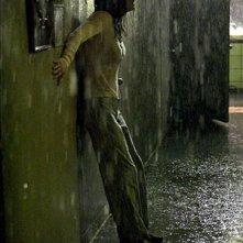 Paura per Jennifer Connelly in una scena di Dark Water