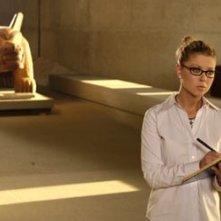 Tara Reid in una scena di Alone in the Dark