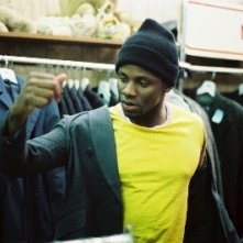 Derek Luke in una scena del film Schegge di April