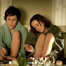 Mary-Louise Parker e Jena Malone in una scena di Saved!