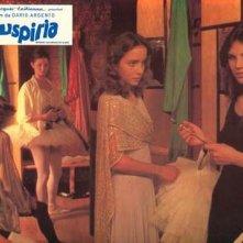 Barbara Magnolfi e Jessica harper in una lobbycard promozionale per Suspiria