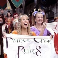 Jennifer Higham e Lucy Punch in una scena di Ella Enchanted
