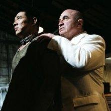 Jet Li e Bob Hoskins in una scena di Danny the Dog