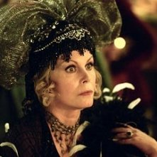 Joanna Lumley in una scena di Ella ENchanted