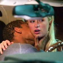 Paris Hilton e Robert Ri'chard in una scena de La maschera di cera