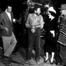 Tim Holt, Humphrey Bogart, Walter e John Huston sul set de Il tesoro della Sierra Madre