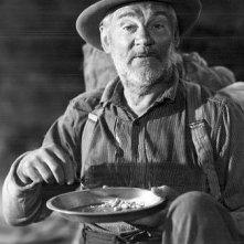 Walter Huston in una scena de Il tesoro della Sierra Madre