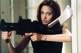 Una splendida Angelina Jolie in una scena di Mr. and Mrs. Smith