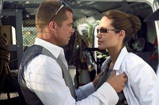 Brad Pitt e Angelina Jolie in una scena di mr. and Mrs. Smith (2005)