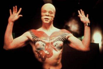 Una suggestiva ed inquietante immagine di Tom Noonan in una scena di Manhunter