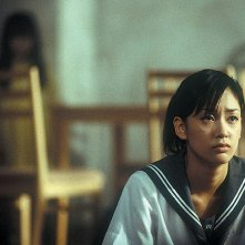 Asami Mizukawa in una scena di Dark Water