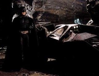 Christian Bale in una scena di Batman Begins, diretto dal regista Christopher Nolan