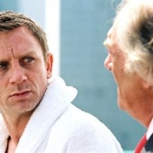 Daniel Craig e Michael Gambon in una scena di The Pusher