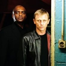George Harris e Daniel Craig in una scena di The Pusher