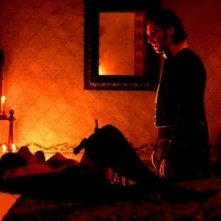 Paz Vega e Leonardo Sbaraglia in una immagine di Per amare Carmen