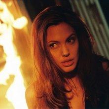 Angelina Jolie in una scena di Mr. and Mrs. Smith
