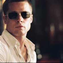 Brad Pitt in una scena di Mr. and Mrs. Smith