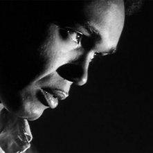 Duane Jones in una scena de La notte dei morti viventi